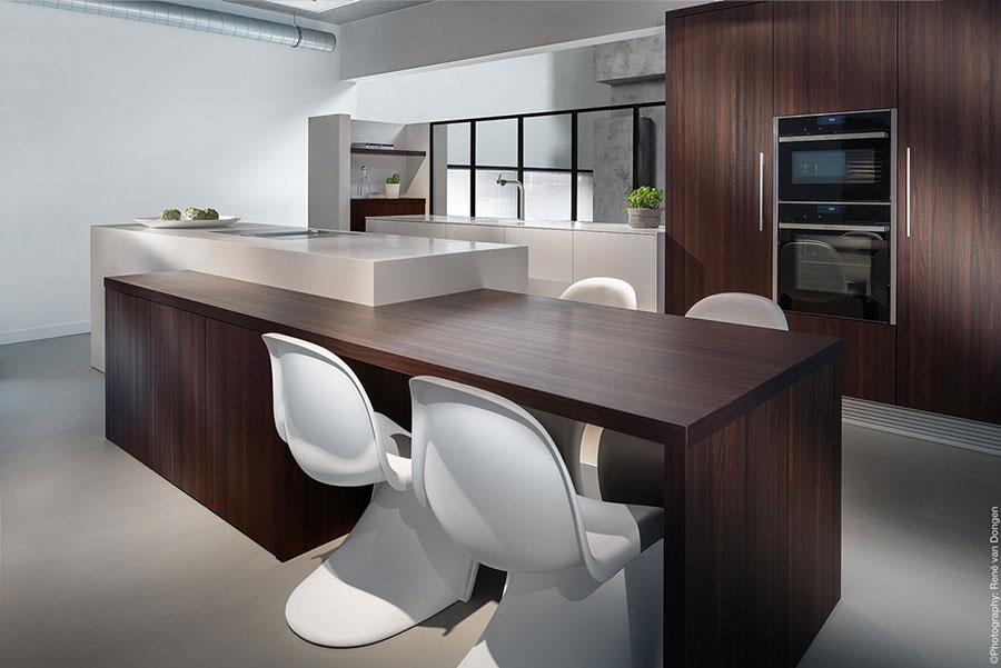 Modello di cucina con isola e tavolo accostato n.18