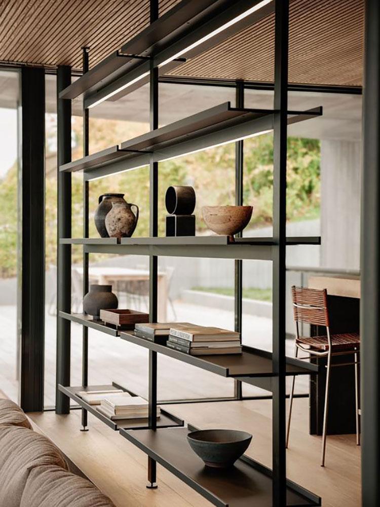 Libreria bifacciale tra cucina e living n.05