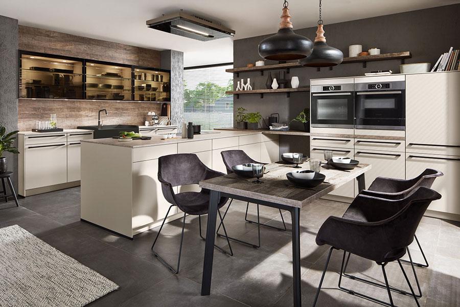 Progetto per cucina con isola e tavolo separato n.15