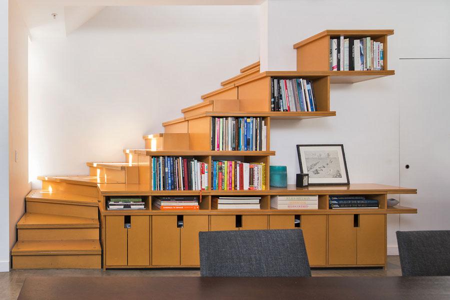 Idee per una scala con libreria integrata n.07