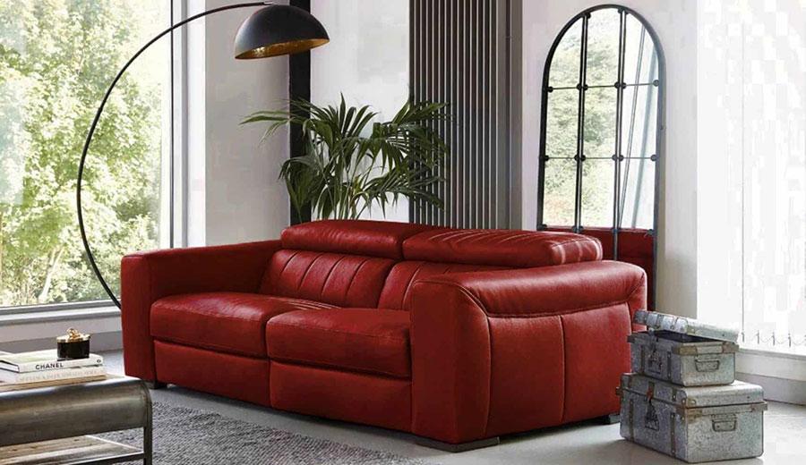 Modello di divano rosso in pelle n.03