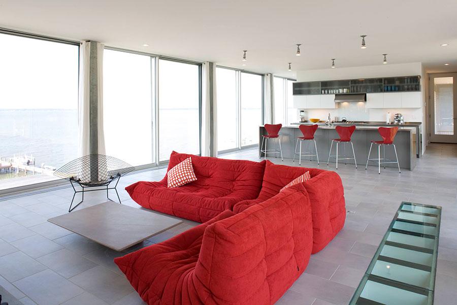 Modello di divano rosso in tessuto n.01